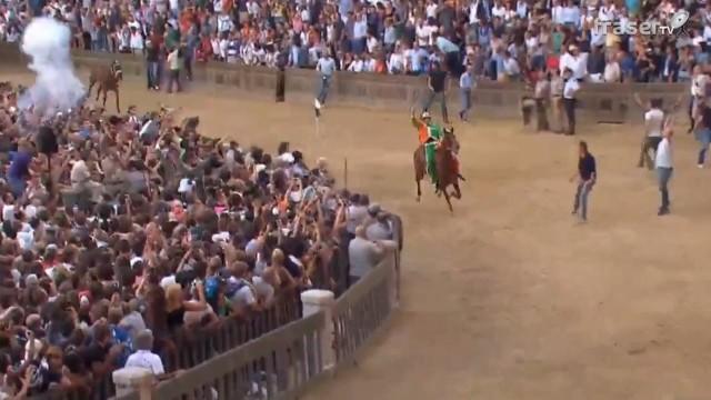 Palio di Siena agosto 2015 vince la Selva