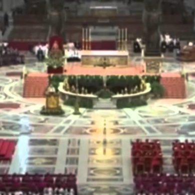 Papa: i sacerdoti assolvano le donne pentite che hanno abortito