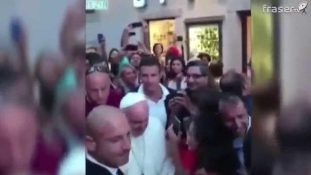 L'ottico del Papa: 'Tre lenti senza montature, per non spendere'